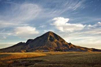 Bear Butte is sacred to the Lakota and Cheyenne.