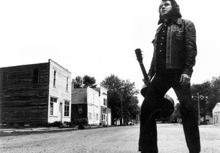 Legendary singer Sherwin Linton in his hometown of Hazel in 1975.