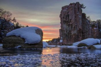A Palisades State Park sunset, as seen from ice level.
