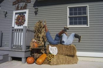 Nothin' like a little hay bale humor. Photo by Bernie Hunhoff.