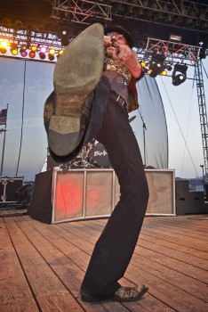It's always fun when an artist spots your camera and does something specifically for it. Big Kenny of Big & Rich held this pose forever for me at the <a href='http://www.siouxempirefair.com/' target='_blank'>Sioux Empire Fair</a>.
