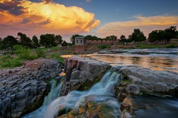 Sunset above the upper falls of the Big Sioux in downtown Sioux Falls.