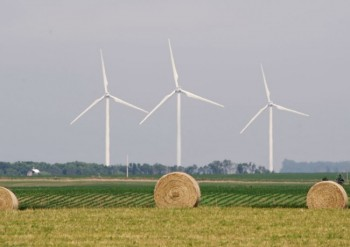Wind turbines near Elkton. Photo by Bernie Hunhoff.