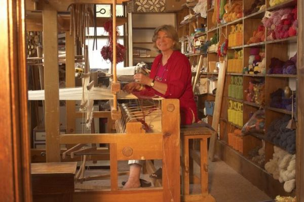 Grete, creating designs on the loom.
