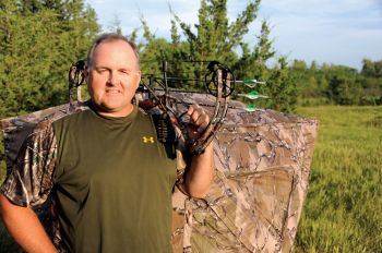 Bill Conkling's Ground Blind Buddy helps keep hunters organized.