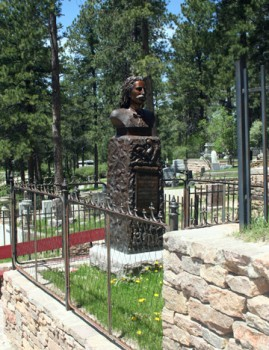 A statue marks the grave of Wild Bill Hickok.