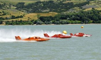 Hydroplane boats race this weekend in Chamberlain. Photo courtesy of South Dakota Tourism.