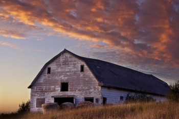 A September sunset near an old barn in Sioux Falls.