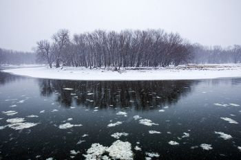 A bend in the Big Sioux during a peaceful snowfall.