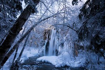 Spearfish Falls adorned in winter stylings.