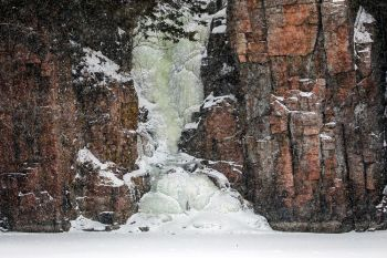 Meltwater icefall at Palisades State Park.