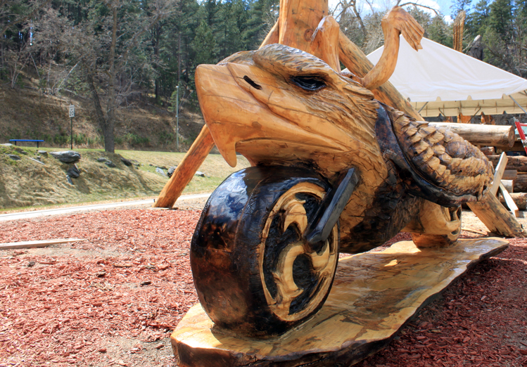 Chainsaw masterpieces